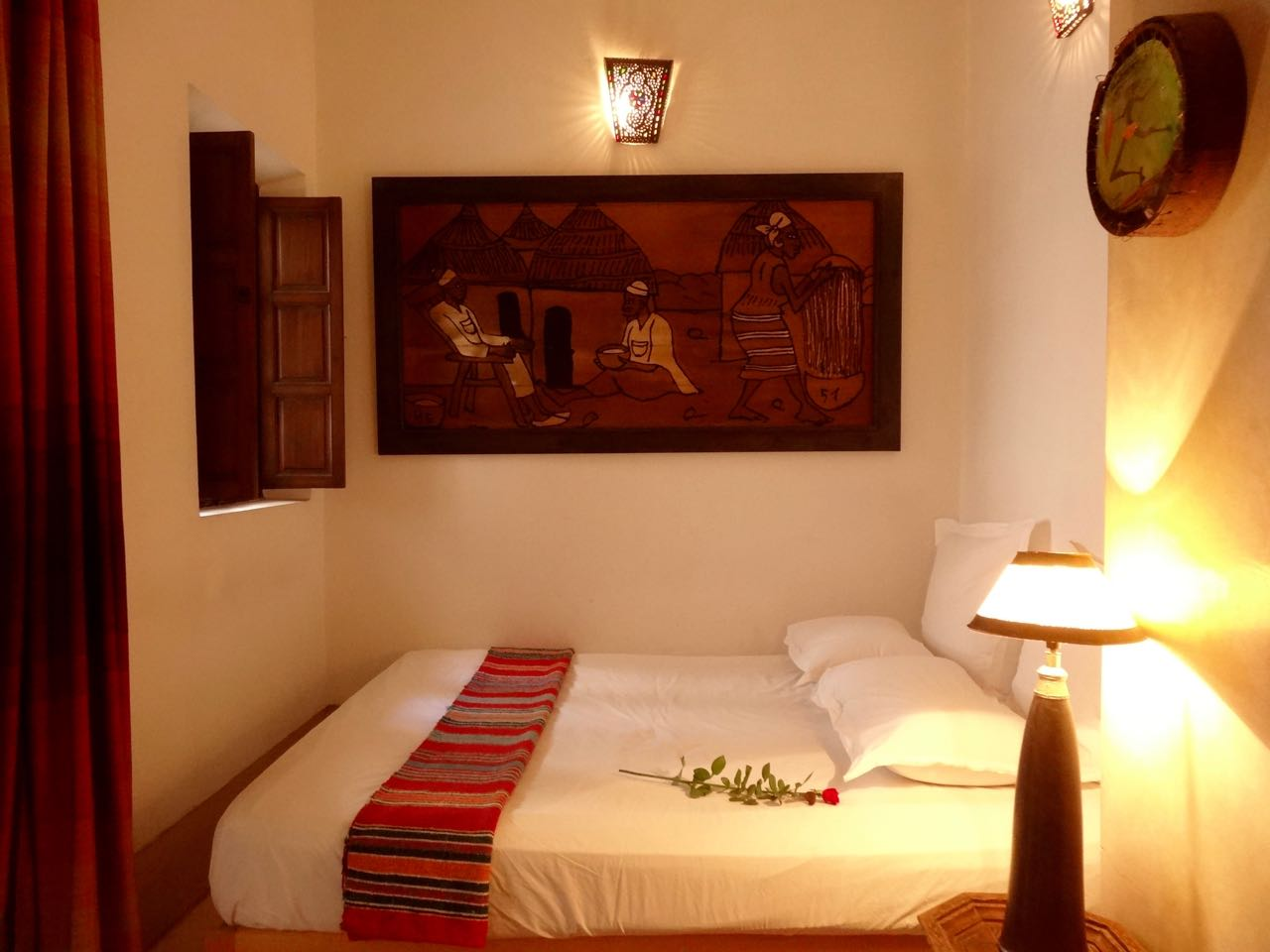 marrakech riad double room with ensuite bathtub