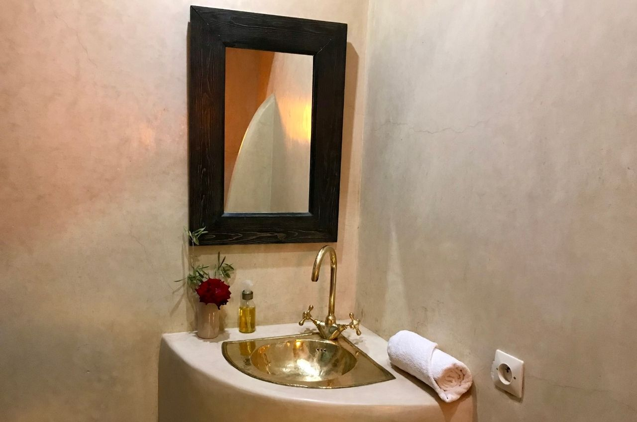 marrakech tadelakt bathroom